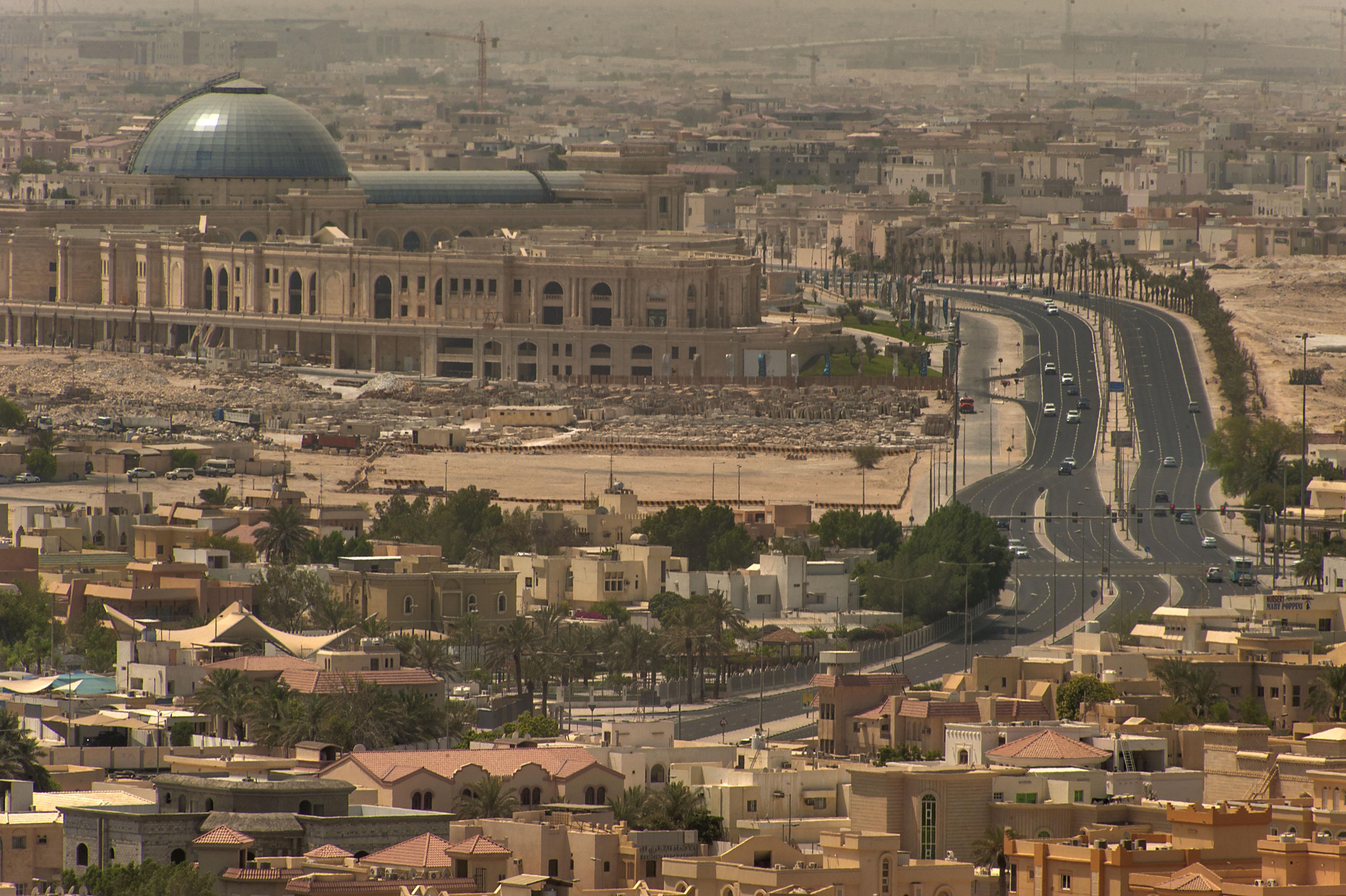 doha_qatar_august-hazm_mall_and_markhiya_street